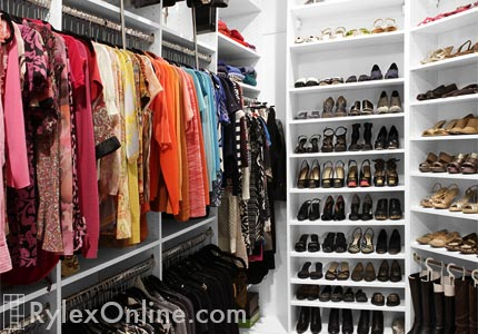 Lovely Organized Walk-In Closet