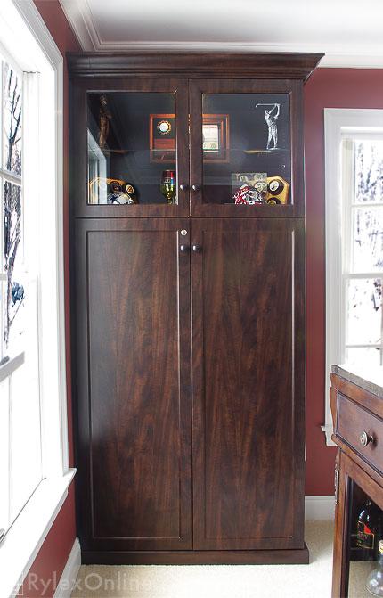 Wine Liquor Cabinet With Locking Doors, Liquor Cabinet Lockable